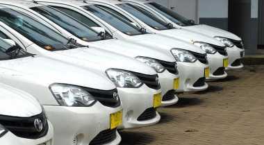 \BUSINESS HITS: Taksi Konvensional Harus Cari Strategi Saingi Transportasi Online\