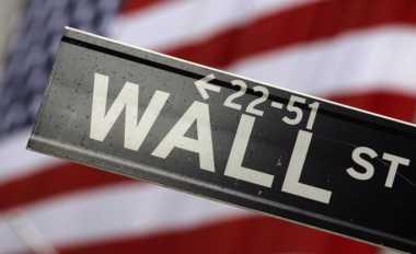 \Wall Street Dibuka Melemah, Sektor Perbankan Turun hingga 2,3%   \