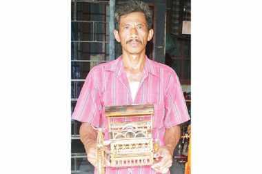 \BUSINESS HITS: Simsalabim, Pohon Bambu Berubah Jadi Kerajinan Jutaan Rupiah   \