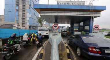 \Banyak Orang Lebih Senang Antre daripada Gunakan E-Toll\
