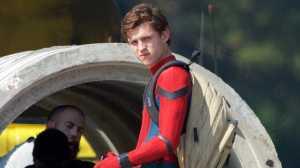 Tom Holland Akui Butuh 45 Menit Lepaskan Bajur Spider-Man