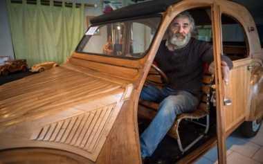Gokil, Mobil Citroen Lawas Ini Dibuat dari Kayu & Bisa Digunakan