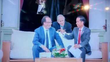 \Jadi Kunjungan Bersejarah, Begini Keakraban Presiden Prancis dan Jokowi\
