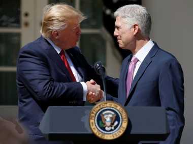Presiden Trump Bahagia Hakim MA Pilihannya Dilantik