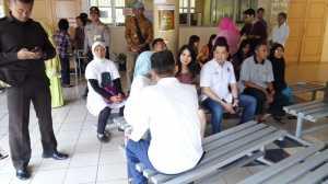 Tiba di TPS Rawa Barat, Hary Tanoe Sapa Warga: Bagaimana Kabarnya, Sehat Semua?