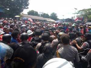 Waduh.. Kapolres Mimika Tertembak Peluru Karet saat Demo SPSI PT Freeport