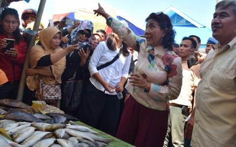ECONOMIC VIEWS: Buah Tangan Menteri Susi hingga Kapal Raksasa Bersandar di Priok
