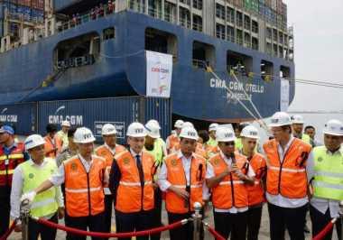 \Kapal Raksasa Bersandar di Tanjung Priok, Ini Tarif Bongkar Muatnya\