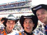 Rayakan Podium di Sirkuit Austin, Valentino Rossi, Marquez dan Pedrosa <i>Selfie</i> Bareng