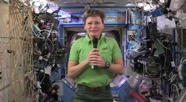Astronot Perempuan AS Ini Paling Lama Tinggal di Luar Angkasa