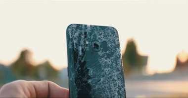 Drop Test, Mampukah Galaxy S8 Selamat dari Ketinggian 300 Meter?