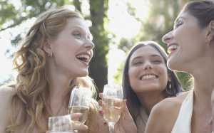 Punya Lebih dari 5 Grup Chat? Selamat, Anda Termasuk Wanita Aktif!