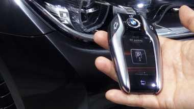 Alasan BMW Indonesia Pasang Fitur Parkir Otomatis di 740Li?