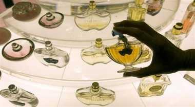 \INSPIRASI BISNIS: Wanginya Bisnis Parfum Isi Ulang, Balik Modal Kurang dari 6 Bulan!\