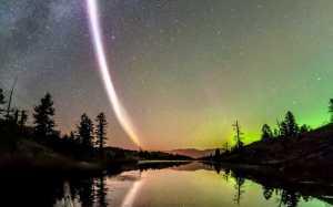 Aurora Bernama Steve Pancarkan Cahaya Misterius