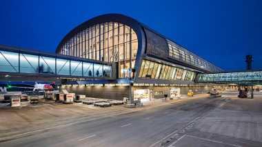 \Atap Bandara di Oslo Ini Berbentuk Kurva Sepanjang 300 Meter\