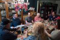 Mark Zuckerberg Hebohkan Makan Malam di Keluarga Ini