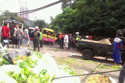 Korban Tewas dalam Kecelakaan Maut di Ciloto Bertambah Jadi 12 Orang