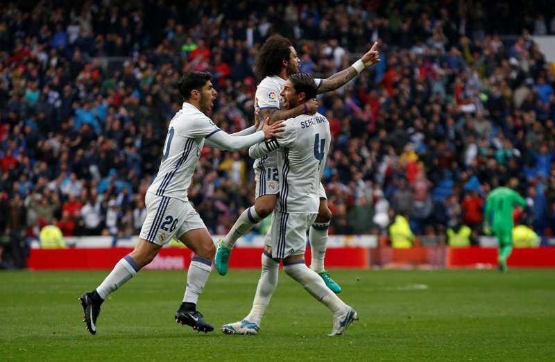 Taklukkan Valencia 2-1, Real Madrid Puncaki Klasemen La Liga