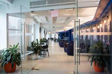 \Mengintip Kantor LinkedIn, Mulai dari Bioskop hingga Tembok Misterius\
