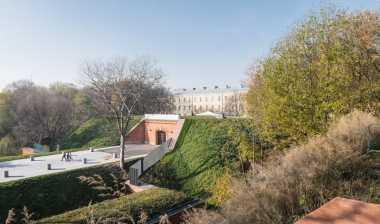 \Mengintip Arsitektur Museum Pembantaian 20 Ribu Warga Polandia\