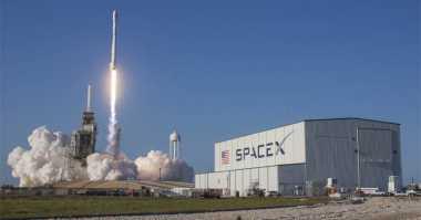 SpaceX Luncurkan Roket Misterius