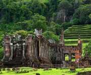 Kuil Suci di Laos Tampilkan 2 Patung Dwarapala