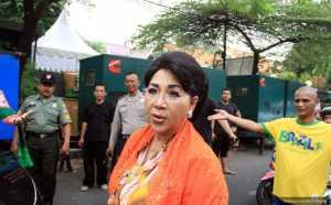 Berharap Julia Perez Sembuh, Titiek Puspa: Eyang Doakan Ya