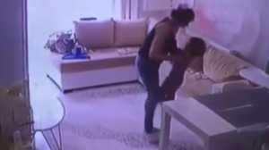 HOT THREAD (2): Kejam! Pengasuh Ini Tertangkap Kamera Siksa Bayi Majikan