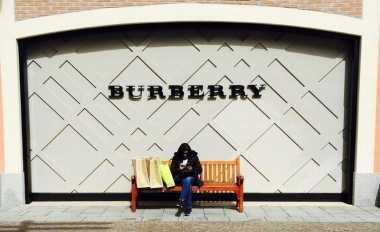 \BUSINESS HITS: Permintaan Turun, Laba Burberry Anjlok 21%\