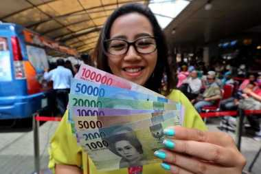 \BUSINESS HITS: Pasca Investment Grade, Rupiah Menguat ke Rp13.296/USD\