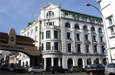 \Bangunan Ini Gunakan Lift Tertua di Indonesia\