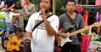 Suara Pengamen Tunanetra Ini <i>Bikin Netizen</i> Kagum