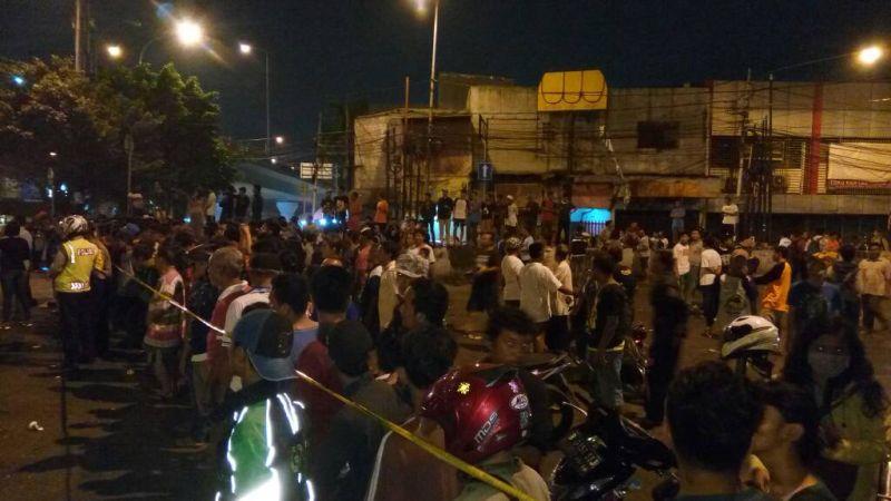 BREAKING NEWS: Ledakan Diduga Bom di Terminal Kampung Melayu, 2 Orang Terluka