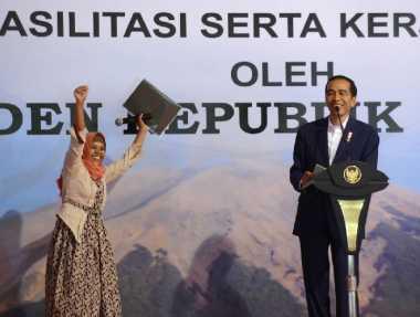 \Serahkan 10.038 Sertifikat Tanah, Jokowi: Harus Dimanfaatkan untuk Kesejahteraan!\