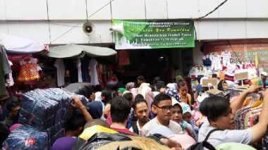 \Pasca-Teror Bom Kampung Melayu, Pasar Tanah Abang Tetap 'Diserbu'\