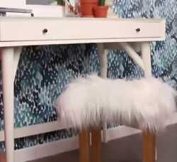 Keren Banget, Meja Rias Cantik dengan Kursi Bulu-Bulu Putih, Gampang Lho Bikinnya!