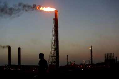 \Harga Minyak Dunia Terjun Bebas Usai Keputusan OPEC\