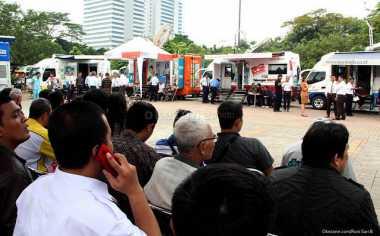\ECONOMIC VIEWS: Penukaran Uang hingga Rumah Bos Warteg di Tengah Tol\