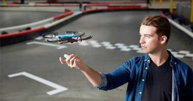 Drone Seukuran Kaleng Soda Ini Dikendalikan Melalui Gerakan Tangan