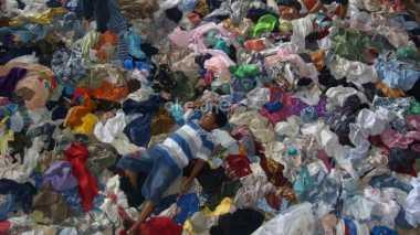 \Mantap! Bea Cukai Gagalkan Penyelundupan 1.000 Bal Pakaian Bekas   \