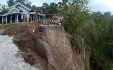 Astagfirullah...Akibat Longsor 15 Jiwa Kehilangan Rumah Tinggal