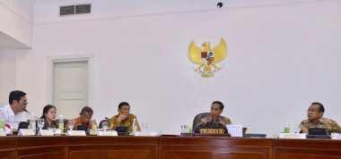\Sibuk, Jokowi Mulai Bahas Visi Indonesia hingga APBNP 2017\