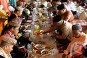 LEBARAN 2017: Tradisi Masyarakat Riau Makan ala Bajamba saat Lebaran