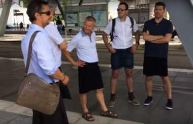 Dilarang Bekerja dengan Celana Pendek, Pria di Eropa Ramai-ramai Pakai Rok