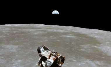 Stephen Hawking Minta Astronot dari Berbagai Negara ke Bulan pada 2020, untuk Apa?