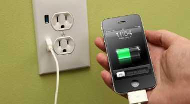 Peneliti Inggris Kembangkan Teknologi Isi Daya Ponsel dengan Urine