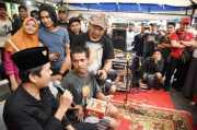 Diajak Charly Setia Band <i>Ngamen</i>, Dedi Mulyadi Pilih Bagikan Nasi