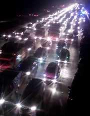 Arus Lalin di Tol Jakarta-Cikampek Padat Merayap, Kendaraan Menumpuk GT Cikarang Utama