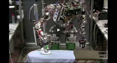 Robot Ini Bisa Bantu Menyetrika Pakaian